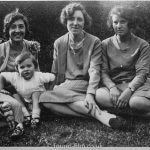 Three womin and a child in a family group from the 1920s