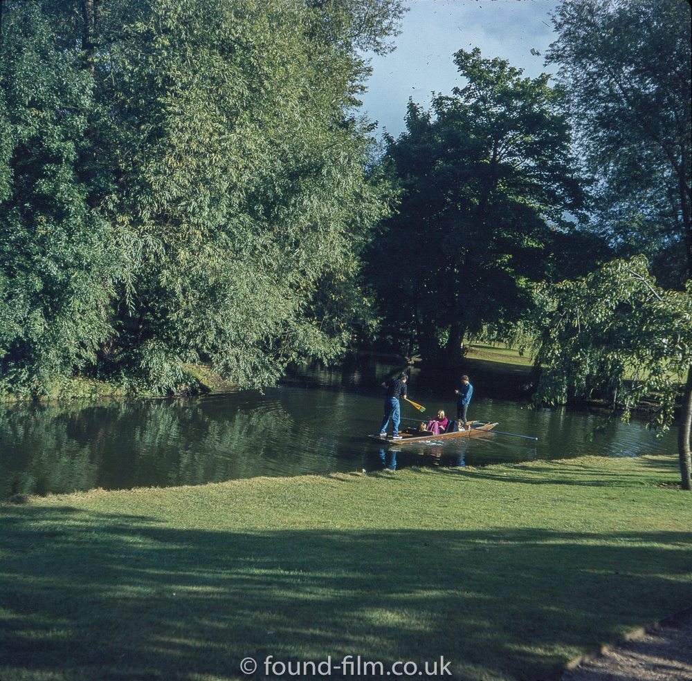 Pictures of Oxford - Punting on the river